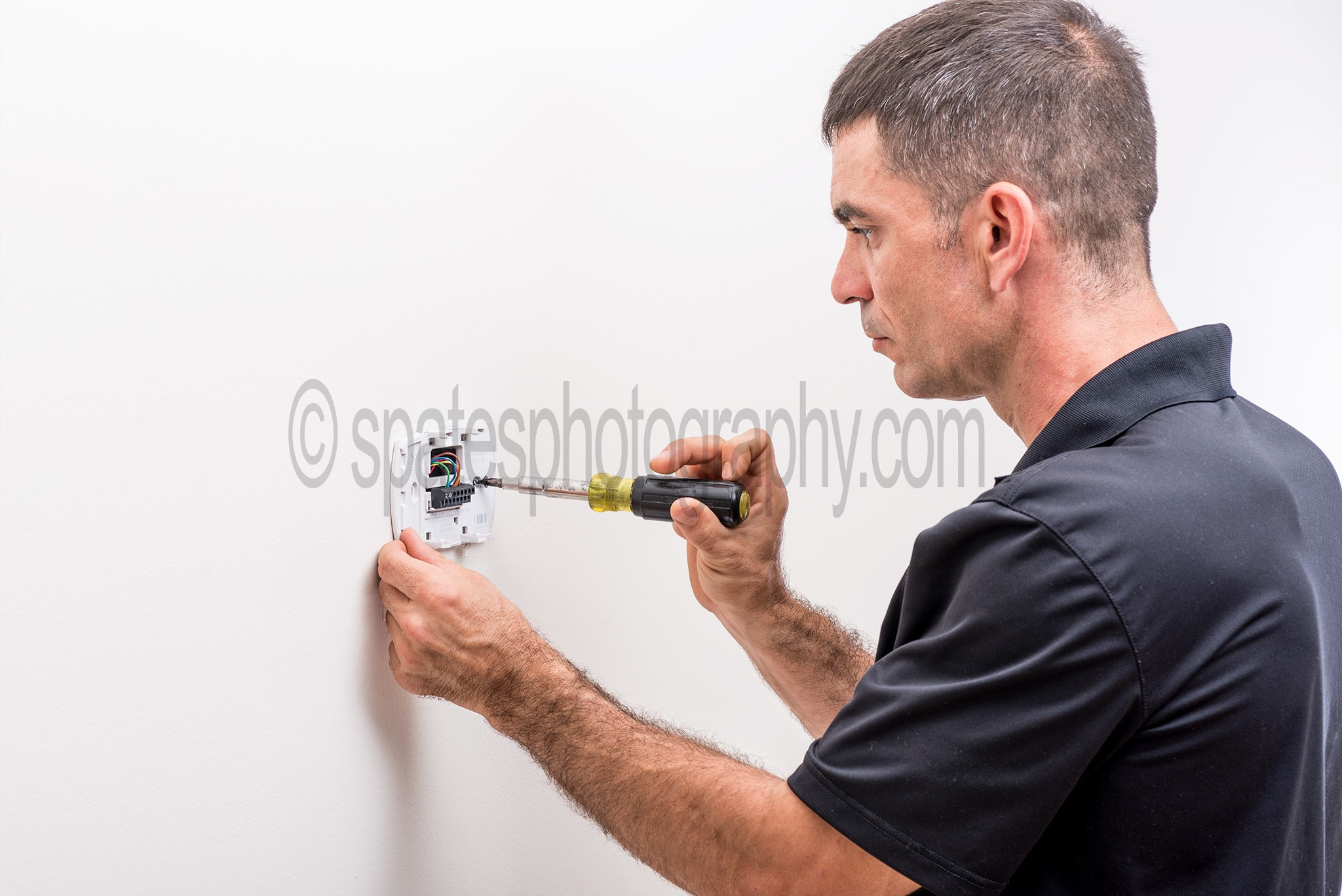 hvac tech installing thermostat hvac training for beginners. Black Bedroom Furniture Sets. Home Design Ideas